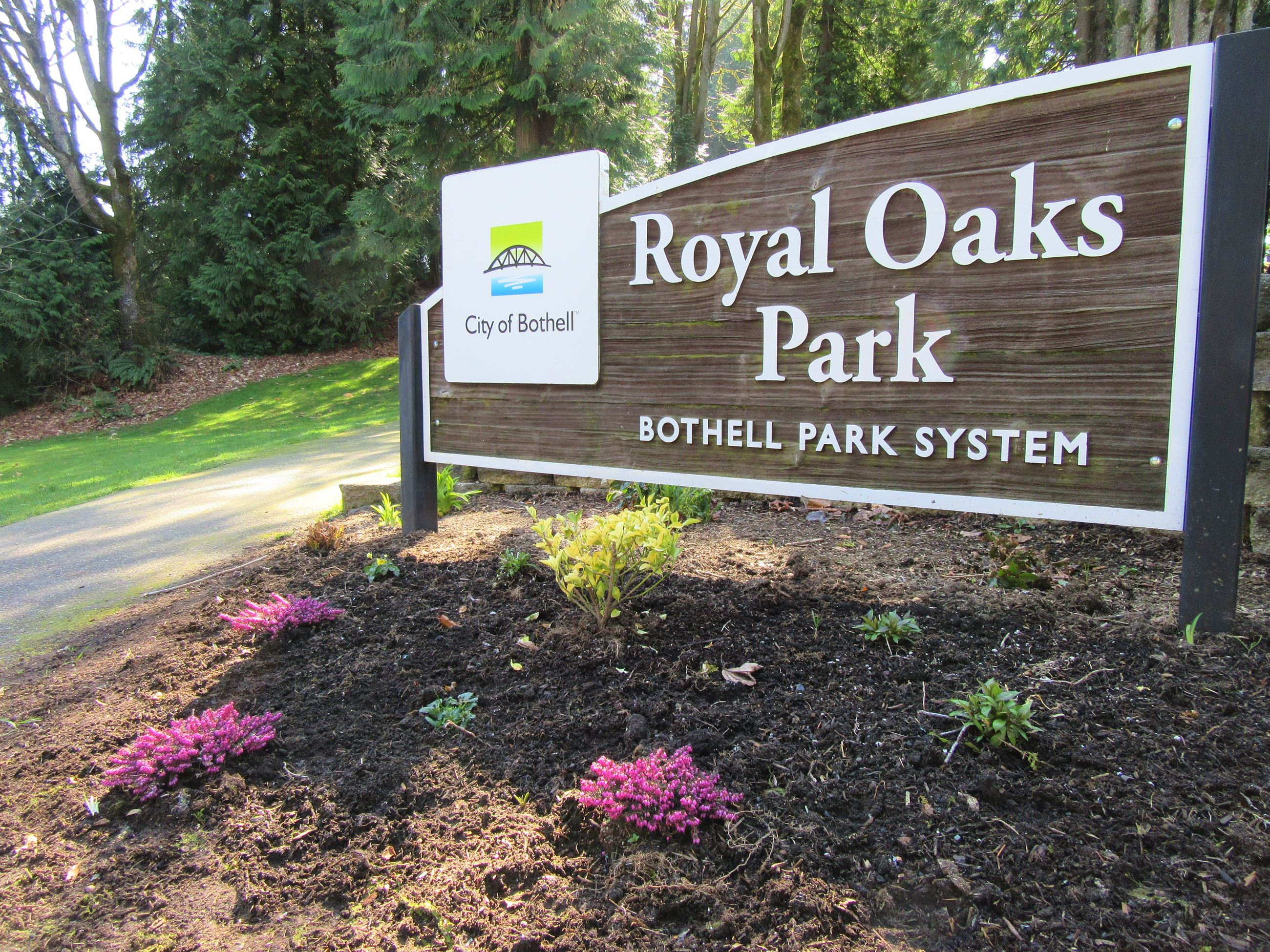 Royal Oaks Park sign